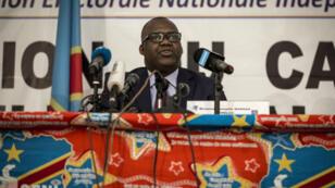 Le président de la Commission électorale nationale indépendante (CENI), Corneille Nangaa, lors d'une conférence de presse à Kinshasa le 5 novembre 2017.