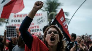 Seulement quelques centaines de personnes ont manifesté dimanche 21 mai à Rio de Janeiro.