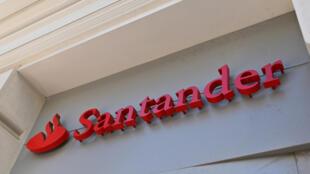 El logo del banco Santander en Madrid, España, el 14 de mayo de 2019