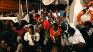 233 migrants ont été secourus par le navire humanitaire Lifeline.