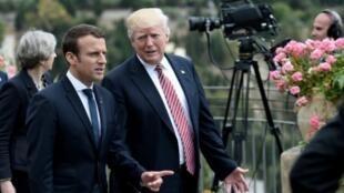 الرئيس الفرنسي إيمانويل ماكرون رفقة الرئيس الأمريكي دونالد ترامب في صقلية 26 أيار/مايو 2017