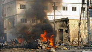 Les Shebab ont utilisé un véhicule bourré d'explosifs pour attaquer l'hôtel Sahafi à Mogadiscio en Somalie, le 1er novembre 2015.