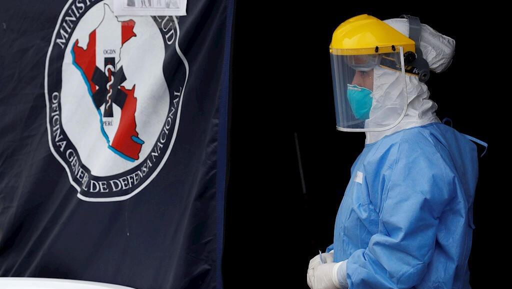 Al personal clínico del hospital de emergencias Casimiro Ulloa, en Lima, Perú, lo registraron el 2 de abril de 2020 tras entrar en contacto con pacientes de Covid-19.