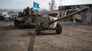 Des rebelles pro-russes dans les environs de Debaltseve le 20 février 2015.