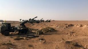 """الجيش السوري نشر مدفعية قرب مدينة البوكمال آخر معقل لتنظيم """"الدولة الإسلامية"""" بسوريا في 10 نوفمبر"""