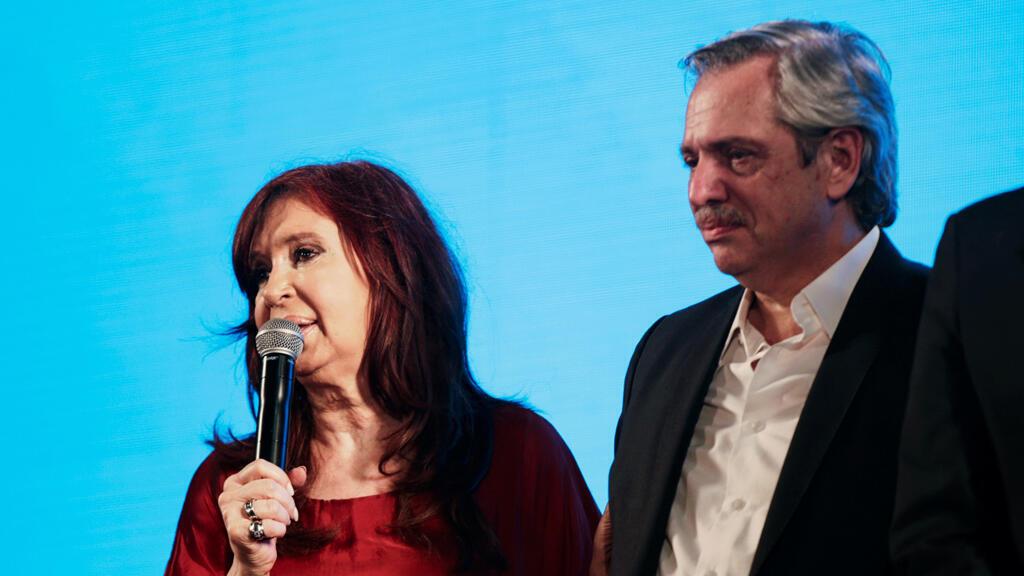El presidente electo Alberto Fernández y su vicepresidenta Cristina Fernández de Kirchner, celebran después de los resultados electorales en Buenos Aires, Argentina, el 27 de octubre de 2019.
