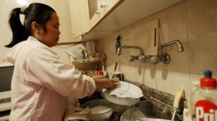عاملة منزل فلبينية في الكويت