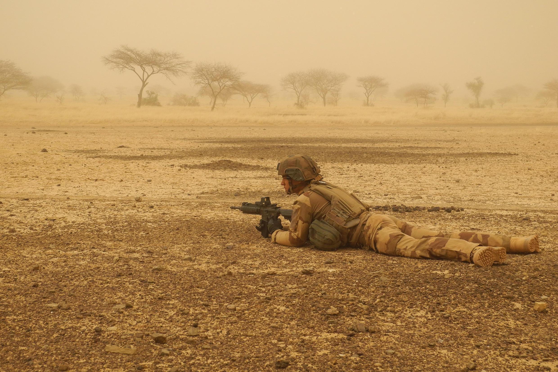 Imagen de archivo. Un soldado francés asegura un perímetro entre Gossi y Hombori en la región de Gourma, Mali, en marzo de 2019.