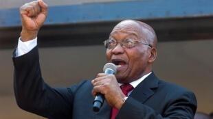 Jacob Zuma dio un discurso en Zulú frente a las afueras del tribunal superior de Durban. Abril 6 de 2018.