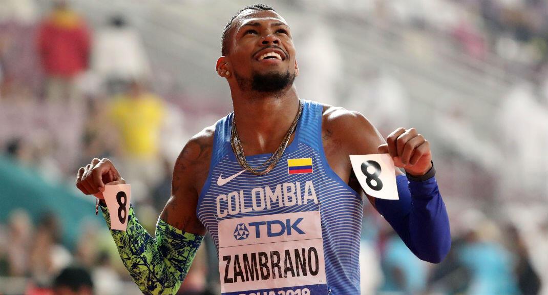 El colombiano Anthony Zambrano sonríe después de ganar la plata en la prueba de los 400 metros planos. 4 de octubre de 2019, Doha, Qatar.
