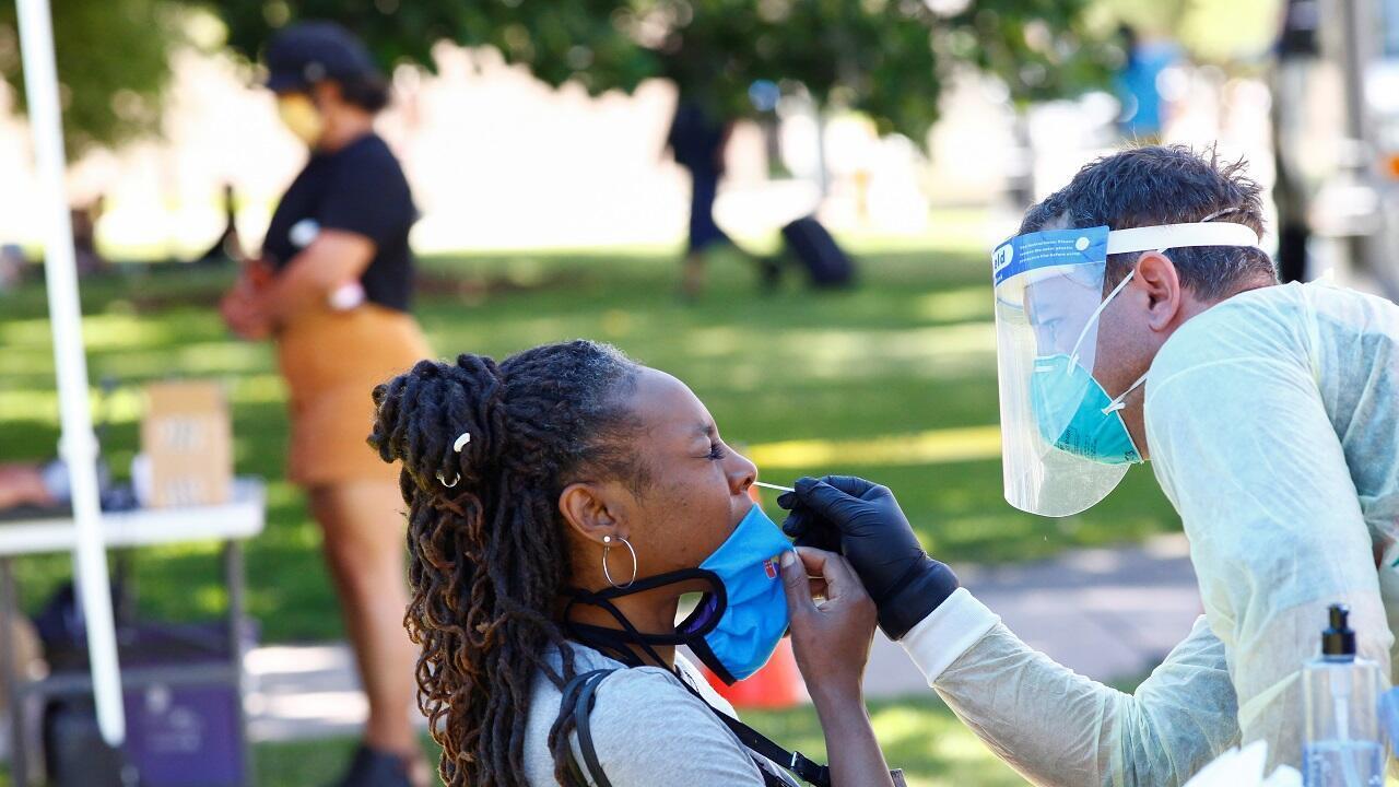 فحص الكشف عن الإصابة بفيروس كورونا في ولاية كولورادو الأمريكية. 20 يونيو/حزيران 2020.