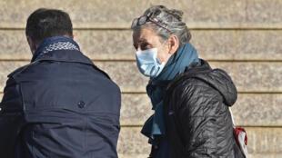 فرانسواز غرانكلود لدى وصولها إلى المحكمة في العاصمة الجزائرية بتاريخ 18 شباط/فبراير 2021