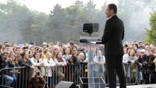 Benoît Hamon lors de son discours pour le lancement du Mouvement du 1er-Juillet à Paris, le 1er juillet 2017.