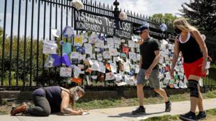 نصب تذكاري لضحايا فيروس كورونا