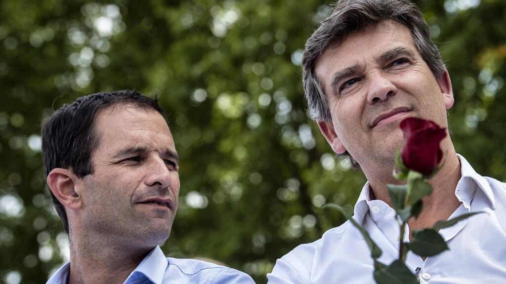Arnaud Montebourg (à droite) et Benoît Hamon (à gauche) à Frangy-en-Bresse, dimanche 24 août