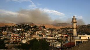 تصاعد الدخان في محيط قرية كفرشوبا اللبنانية عقب الإعلان عن ضربات اسرائيلية في منطقة مزارع شبعا على حدود لبنان الجنوبية في 27 تموز/يوليو 2020