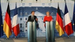 ماكرون وميركل في مؤتمر صحفي عقداه قرب برلين