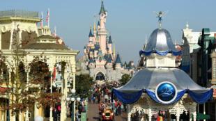 Vue d'ensemble du parc Disneyland Paris, en mars2017.