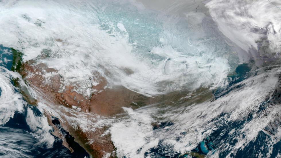 La ola de frío afecta principalmente la región del medio oeste de Estados Unidos, aunque también se acerca a la costa este. Las temperaturas registradas en los estados afectados son más bajas que las de Alaska y hasta las de  la estación científica estadounidense Amundsen-Scott, situada muy cerca del Polo Sur geográfico.