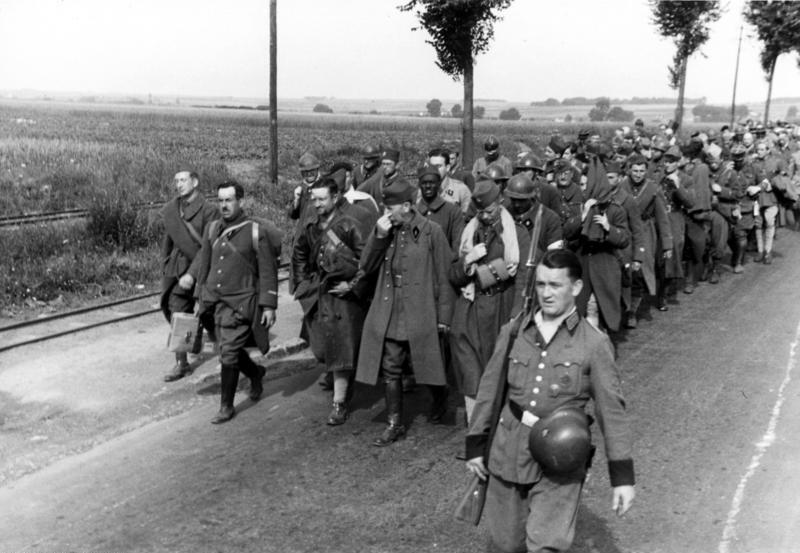 Des prisonniers de guerre français en mai 1940.