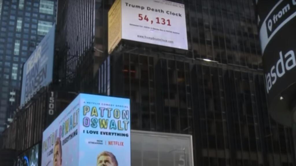 """Covid-19 : à New York, """"l'horloge de la mort de Trump"""" compte le nombre de morts"""