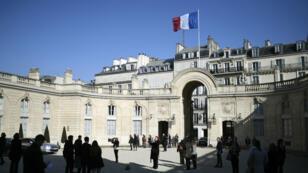 11 مرشحا يدخلون السباق الرئاسي لخلافة فرانسوا هولاند