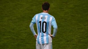 Lionel Messi, une star planétaire à la peine après une saison éprouvante.