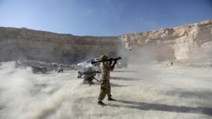 عناصر من الفصائل المقاتلة يظهرون مهاراتهم في مدينة الباب، سوريا، 27 سبتمبر/ أيلول 2017