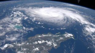 Imagen satelital de la NASA, que muestra al huracán Dorian mientras se acerca a la costa de Florida, EE. UU., el 30 de agosto de 2019.