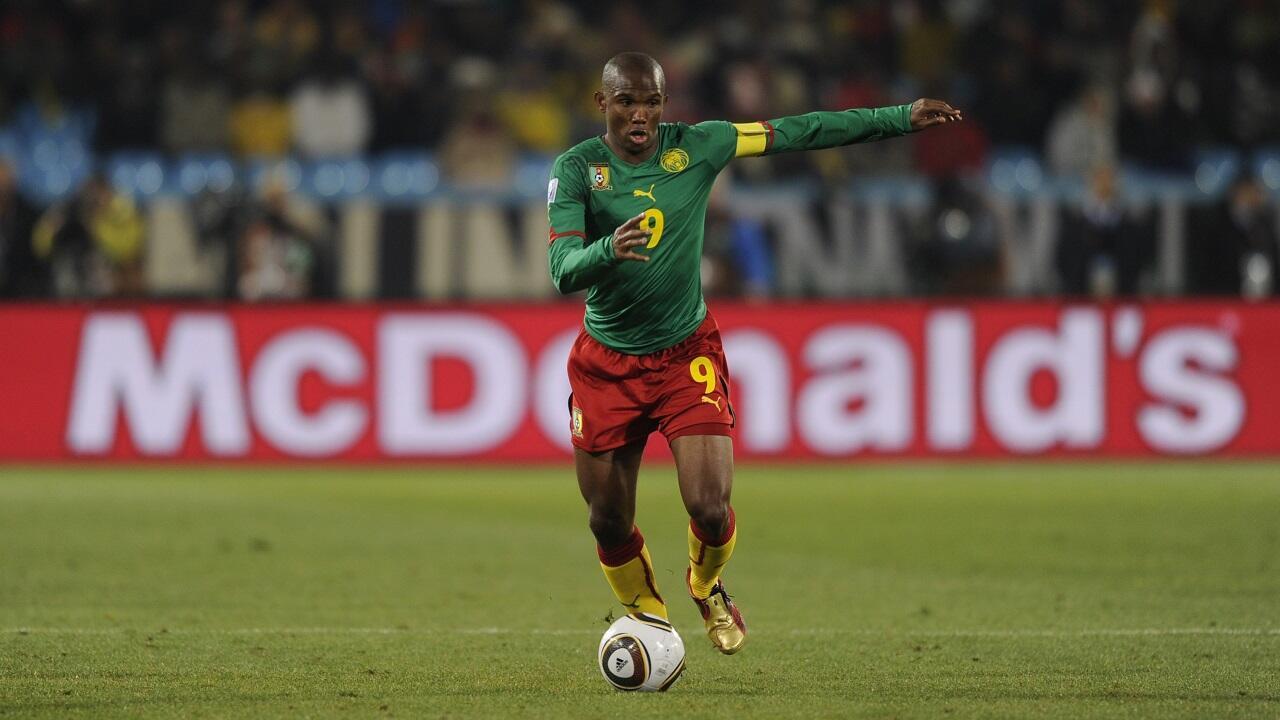 الكاميروني صامويل إيتو الهداف التاريخي لكأس الأمم الأفريقية (18 هدفا).