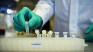 La société allemande Curevac travaille sur un type de vaccin contre le Covid-19 qui nécessiterait moins de tests avant de pouvoir être mis sur le marché.