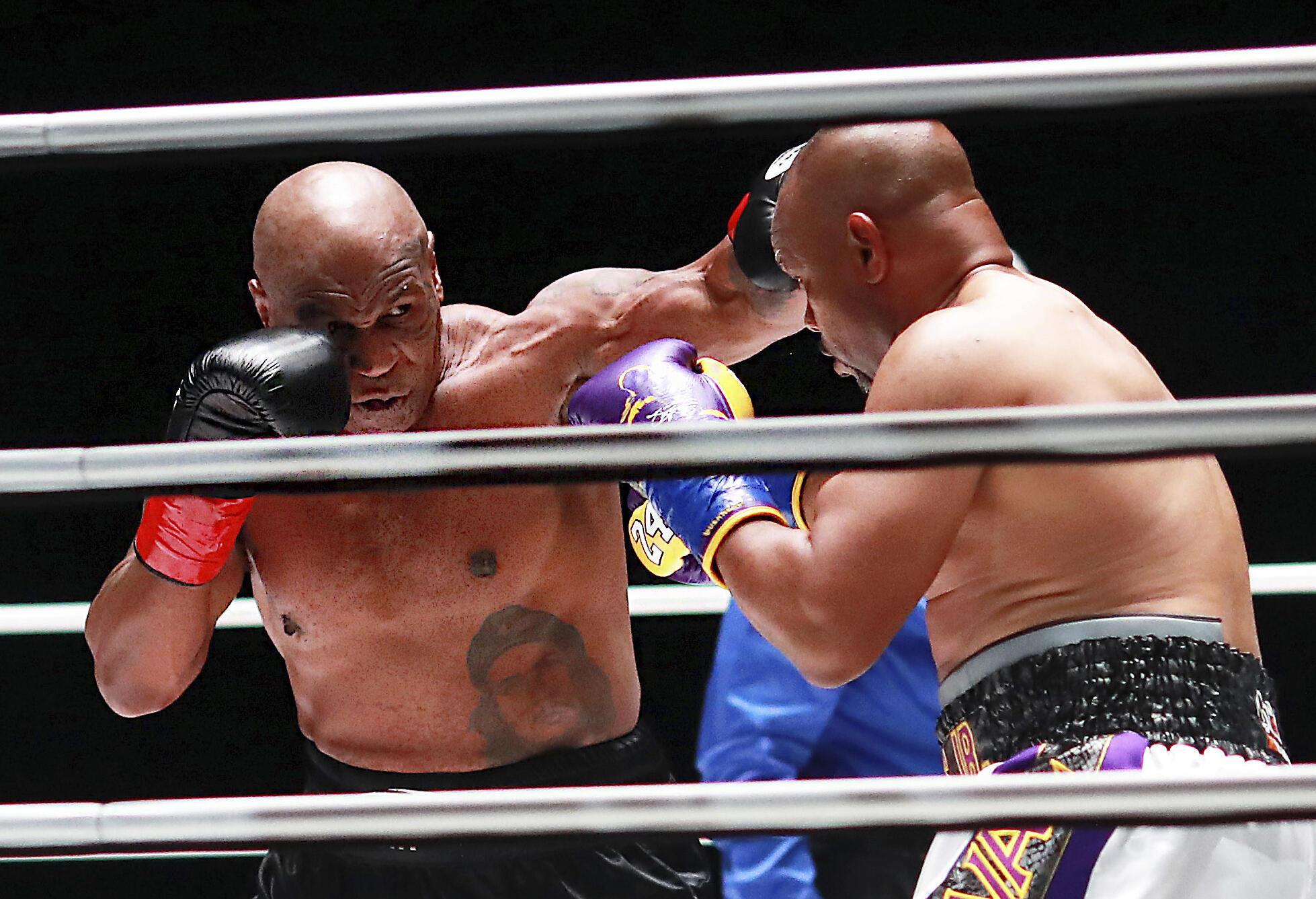 Mike Tyson contre Jones Jr.