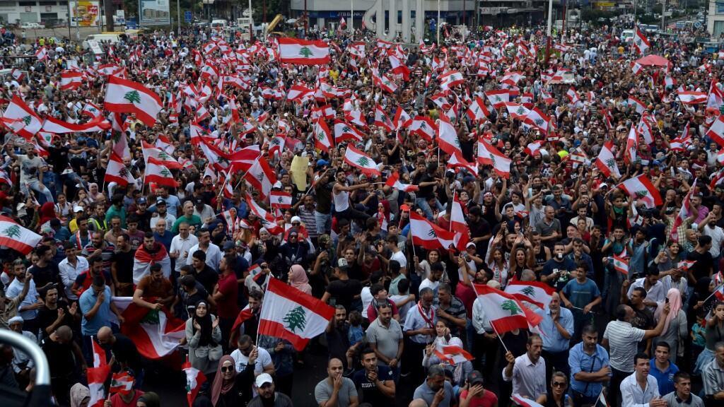 Los manifestantes salen a la calle en la ciudad norteña libanesa de Tripoli. 20 de octubre de 2019.