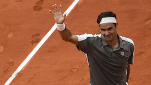Roger Federer a dominé 6-2, 6-4, 6-4 l'Italien Lorenzo Sonego, dimanche 26 mai à Roland-Garros.