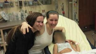 """Amanda Berry (centre) à l'hôpital après sa """"libération"""""""
