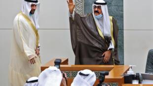 Kuwait's new crown prince Sheikh Meshal al-Ahmad al-Jaber Al-Sabah takes his oath of office