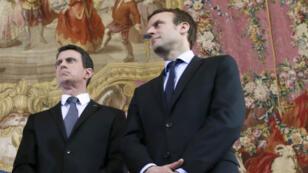 Le Premier ministre Manuel Valls et le ministre de l'Économie Emmanuel Macron, à Pairs le 8 février 2016 après une rencontre avec des agriculteurs en colère.