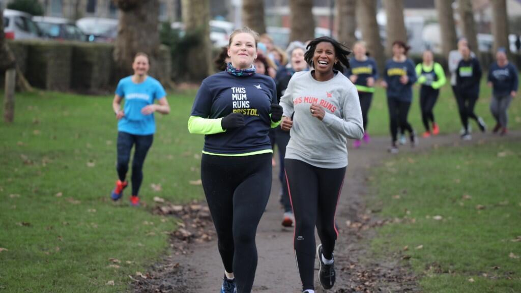 Imagen de archivo que muestra a varias integrantes del colectivo This Mum Runs corriendo en una sesión grupal.