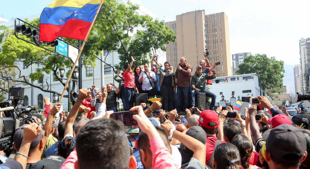 El presidente de la Asamblea Nacional Constituyente de Venezuela, Diosdado Cabello, habla durante un mitin en apoyo al gobierno del presidente de Venezuela, Nicolás Maduro, en Caracas, Venezuela, el 30 de abril de 2019.