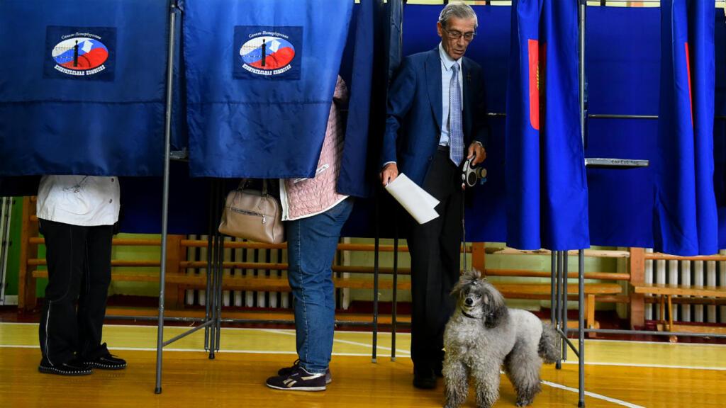 Le parti au pouvoir a subi un lourd revers dimanche aux élections du parlement de Moscou, perdant environ un tiers de ses sièges.