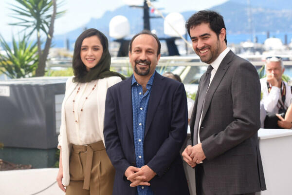 "Taraneh Alidoosti (left), Asghar Farhadi and Shahab Hosseini (right) pose during the photocall for ""The Salesman""."