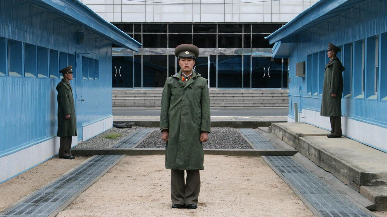 Des soldats de Corée du Nord protégeant la frontière à proximité de Panmunjom.