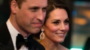 دوقة كامبريدج كايت ميدلتون مع زوجها الأمير وليام في لندن شهر فبراير/شباط 2017