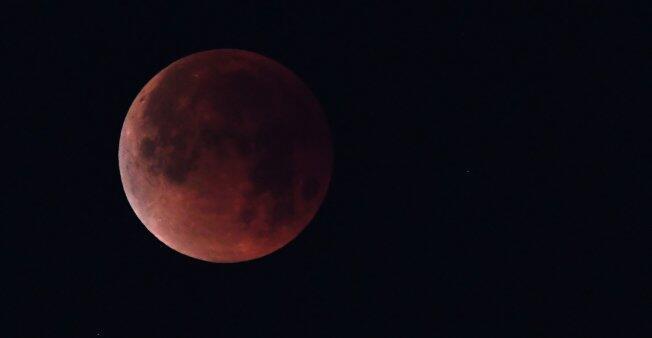 Un eclipse lunar parcial fotografiado desde California, EE. UU., el 31 de enero de 2018.