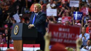 Le président américain lors d'un meeting dans le Mississippi, mardi 2 octobre.
