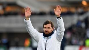L'entraîneur portugais de Marseille, André Villas-Boas, salue la victoire de son équipe en 32e de finale de la Coupe de France, à Limoges, le 5 janvier 2020
