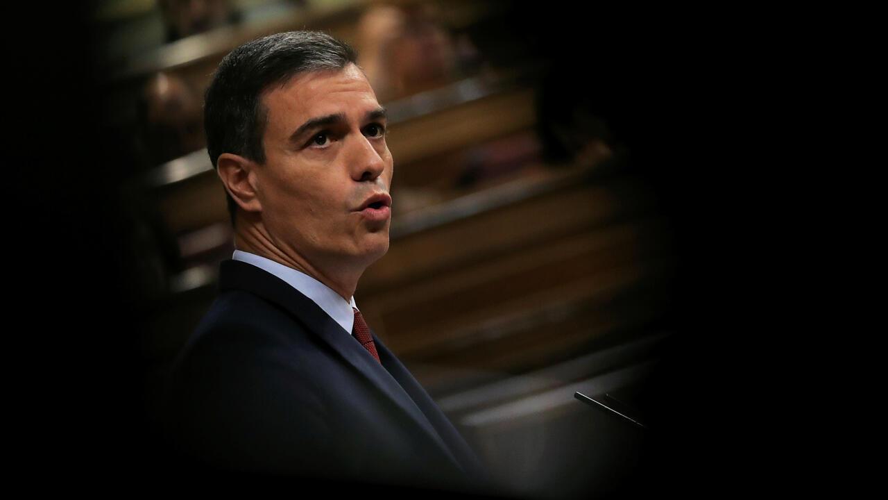 El candidato socialista a la Presidencia del Gobierno, Pedro Sánchez, en su intervención en la primera jornada del debate de investidura que afronta el líder socialista y que puede desembocar en su elección como presidente del primer Ejecutivo de coalición.