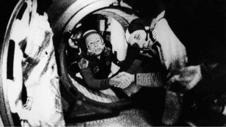 وفاة الرائد الروسي أليكسي ليونوف أول إنسان خرج إلى الفضاء المكشوف
