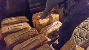 Doce maletas diplomáticas con 389 kilos de cocaína fueron incautadas en la embajada de Rusia en Buenos Aires, Argentina.