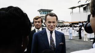 Albin Chalandon en visite au Gabon en 1979. Il dirige alors Elf-Aquitaine
